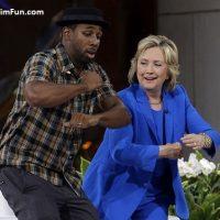 رقص هیلاری کلینتون با دیجی استفن برای جمع کردن رای