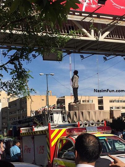 دانلود کلیپ خودکشی یک مرد از پل هوایی میرداماد تهران