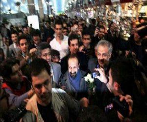 دانلود فیلم استقبال از اصغر فرهادی،شهاب حسینی و ترانه علیدوستی در فرودگاه