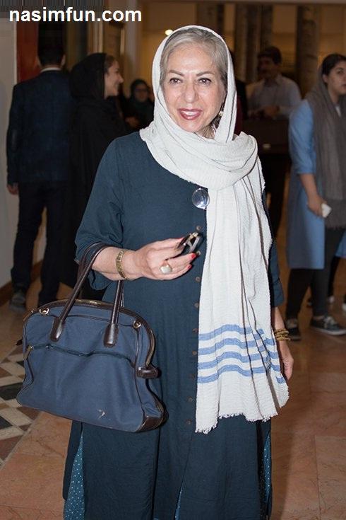 تیپ وظاهرجنجالی نوید محمدزاده در نمایشگاه عکس فیلم لانتوری باحضور هنرمندان