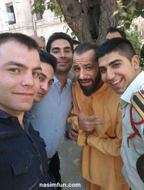عکس امیر تتلو با دستبند و لباس زندان در دادسرا