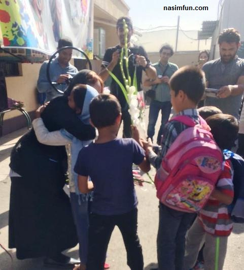 مهناز افشار با پای شکسته دربین کودکان بد سرپرست!!!+عکس