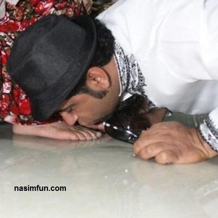 بوسیدن اجباری پای دختر پادشاه عربستان توسط نقاش فرانسوی!!!+عکس