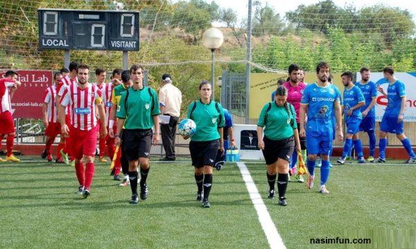 توهین تماشاگران به داور زن در فوتبال وتعطیلی مسابقه!!!+عکس