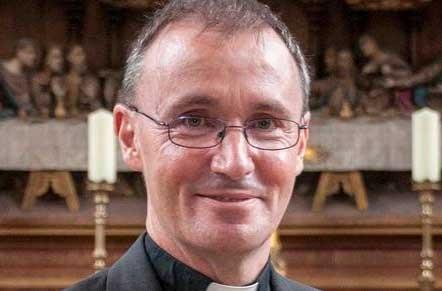 نیکولاس چمبرلین اسقف کلیسای انگلستان  فاش کرد که همجـنسگــراست!!!+عکس