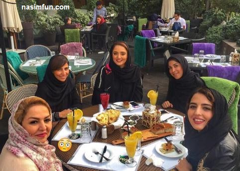 جدیدترین عکس نرگس محمدی درکنار مادروخواهرش دریک رستوران !! + عکس