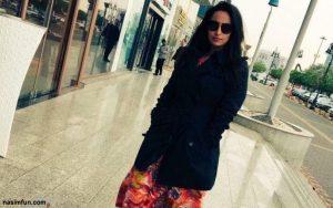 کشف حجاب وپوشش هنجار شکن زنی در خیابان ریاض !! + عکس