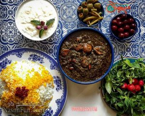 طرز تهیه خورشت قورمه سبزی مجلسی و خوش رنگ + فیلم