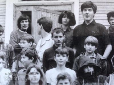 نیکلای دوروف در کودکی (نفر وسط)