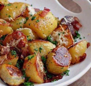 طرز تهیه خوراک سیب زمینی مجلسی با گوجه فرنگی و ریحان بسیار خوشمزه + فیلم آموزشی