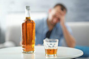 آیا کسی که مشروب می خورد نجس است؟