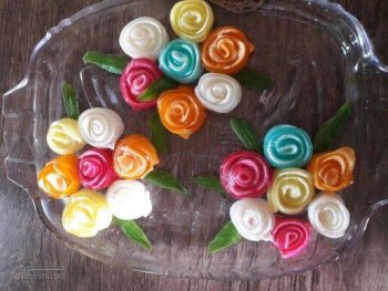 طرز تهیه ژله رولی به شکل گل رز