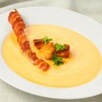 طرز تهیه سوپ پنیر اصل کانادایی با شیر و پنیر چدار + فیلم آموزشی