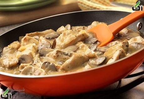 طرز تهیه خوراک مرغ و قارچ رژیمی خوشمزه + فیلم آموزشی