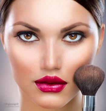 برجسته کردن گونه ها با آرایش