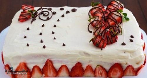 روش پخت کیک توت فرنگی خوشمزه + تزیین