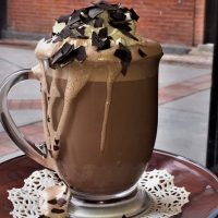 طرز تهیه میلک شیک شکلاتی خوشمزه و شیک + فیلم آموزشی