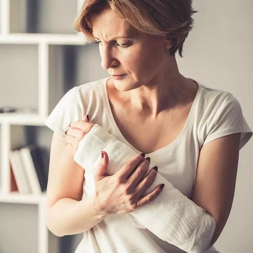 شکستگی استخوان چیست؟ | ۹ روش موثر درمان شکستگی استخوان