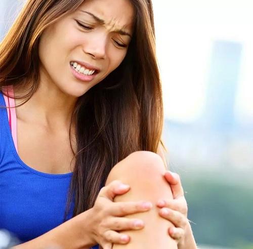۱۴ روش شگفت انگیز خانگی و گیاهی برای درد مفاصل زانو