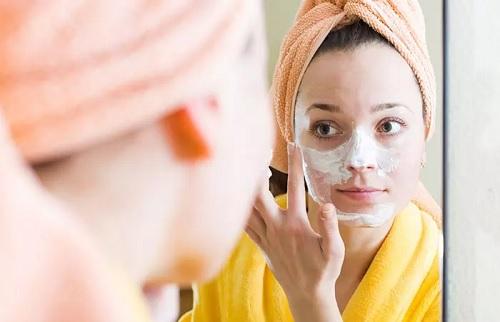 ۱۰ خاصیت خارق العاده ماست برای زیبایی پوست و مو