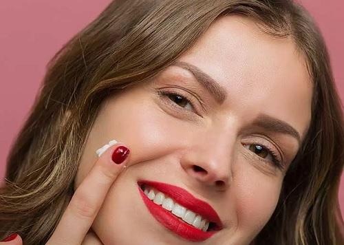 ۸ آموزش مرحله به مرحله آرایش پوستهای چرب