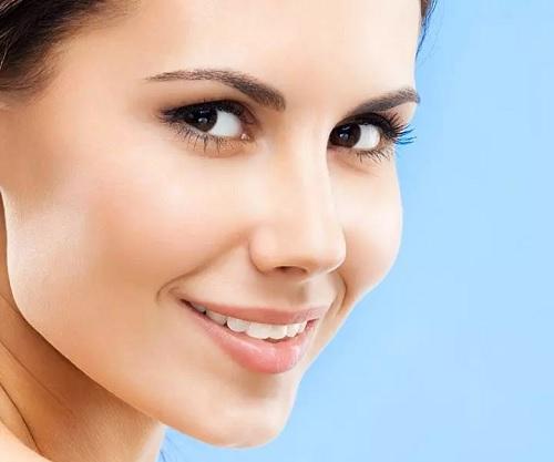 ۲۳ ماسک صورت خانگی و طبیعی برای داشتن پوست جوان و شاداب