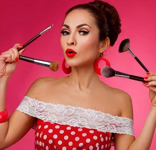 ۸ آموزش تصویری آرایش صورت شیک و جذاب در خانه