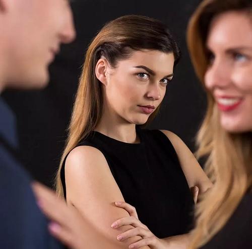۷ روش خارق العاده و موثر برای مقابله با حسادت در رابطه