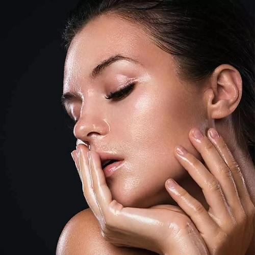 ۵ روش حیرت انگیز روغن زیتون برای درمان پوستهای چرب