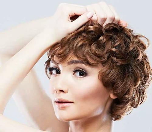 ۵۱ مدل موی فرفری زیبا برای خانم های مدگرا