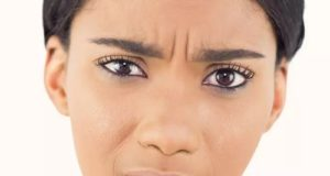 ۱۵ علت مهم تیره و سیاه شدن رنگ لب
