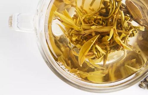 چای سفید چیست؟ | ۱۷ خاصیت خارق العاده چای سفید
