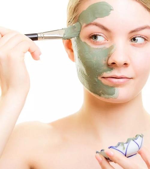 ۱۷ ماسک صورت شگفت انگیز خانگی برای پوست های خشک